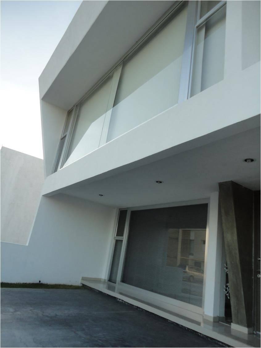 Blank Haus 16
